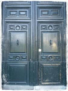Porque las puertas cerradas, no son oportunidades perdidas, sino invitaciones a ser valientes y abrir para descubrir los secretos que guardan